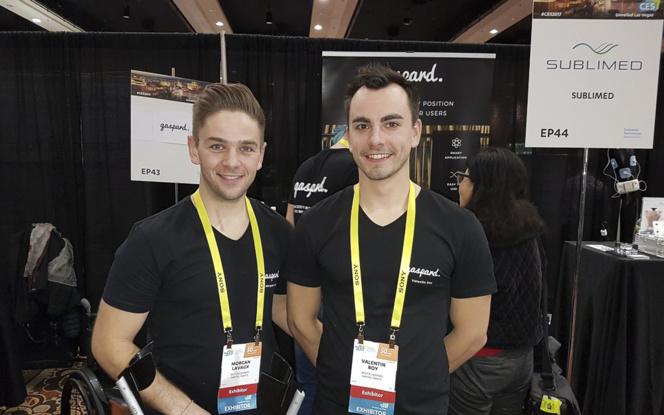 Morgan Lavaux et Valentin Roy, sur leur stand au CES de Las Vegas (photo MisterGaspard)