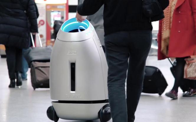 B.A.R.Y.L le robot poubelle de la SNCF actuellement en test dans les gares de l'Ouest (photo SNCF Gares & Connexions)