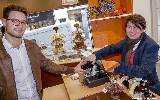 Paiement d'un achat avec Orange Cash à la chocolaterie Benoit à Angers
