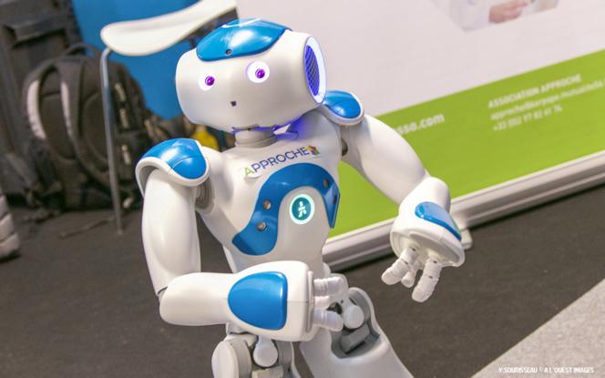 NAO, le petit robot humanoïde était également de la fête pour une structure d'aide aux personnes en situation de handicap.