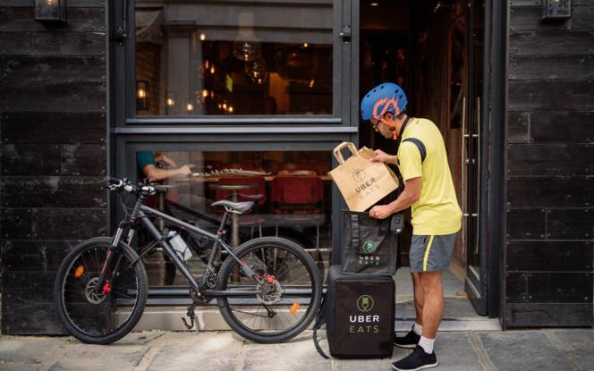 Une centaine de coursiers sillonne désormais la ville de Nantes pour livrer les repas (Photo UberEATS)