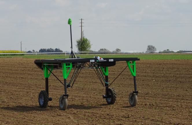 Le robot Ecorobotix® qui permet de faire du désherbage ciblé (photo ACTA - Les instituts techniques agricoles)