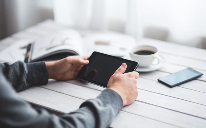 Smartphone et objets connectés ne rendent pas la ville plus astucieuse (smart), mais seulement technologique... (photo LDD Pixabay)