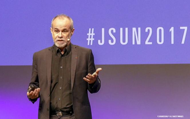 Carlos Moreno lors de son intervention sur la scène de la Cité des Congrès de Nantes, le vendredi 2 juin 2017