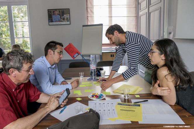 Un groupe, en pleine réfection, lors du premier workshop organisé par l'association Pavic