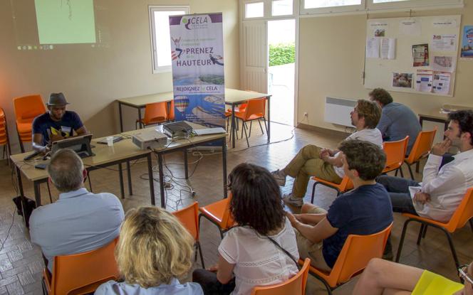 Demonstration de dessin d'art sur palette graphique, lors des conférences de l'après-midi