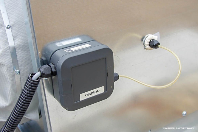 Un capteur Qowisio installé sur une centrale de ventilation.