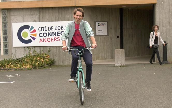Paul-Adrien Cormerais, le co-fondateur et CEO de Pony Bikes lors d'une présentation à la cité de l'Objet Connecté à Angers