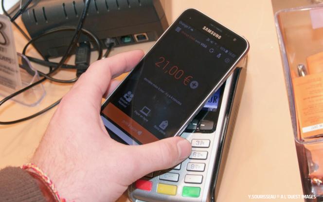 Les consommateurs pourront payer avec leur carte bancaire Orange ou avec leur mobile, sans contact.
