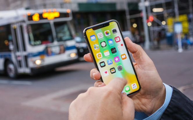 L'iPhone X, un bon smartphone sans vraie révolution (Photo Sarah Tew/CNET)