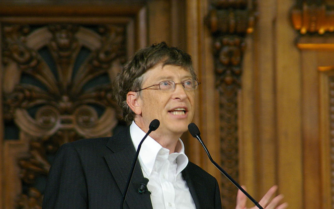 Bill Gates, lors d'une conférence à la Sorbonne à Paris, en 2008 (Photo Wikipedia)