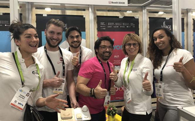 L'équipe de Janasense au CES de Las Vegas, en compagnie des représentantes de la Cité de l'Objet Connecté à Angers (Photo IoT_City)