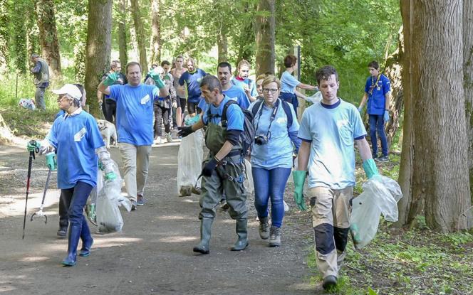 Depuis plusieurs années la Ville d'Angers organise une journée citoyenne pour nettoyer les espaces verts et les rues de la ville et surtout faire prendre conscience que la propreté est l'affaire de tous, et pas seulement lors de cette journée. La prochaine aura lieu le 27 mai prochain.