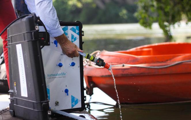 La valise Aqualink UF permet de transformer l'eau d'une rivière ou d'un plan d'eau en eau potable (Photo Sunwaterlife)