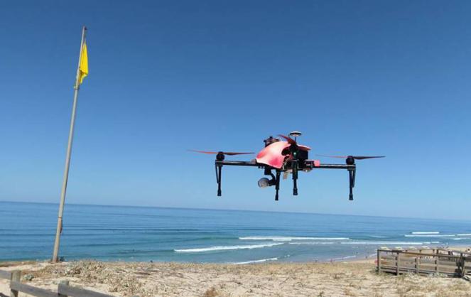 Le Helper Drone en actions sur les plages landaises (photo Drone Actu)