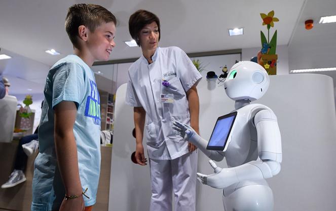 Les robots humanoïdes ont déjà fait leur entrée à l'hôpital et se révèlent des auxiliaires efficaces (photo Usbek & Rica)
