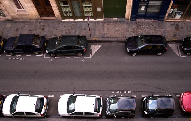 Le stationnement en ville, un problème épineux que les villes doivent résoudre. La technologie peut désormais les aider (Photo Istock)