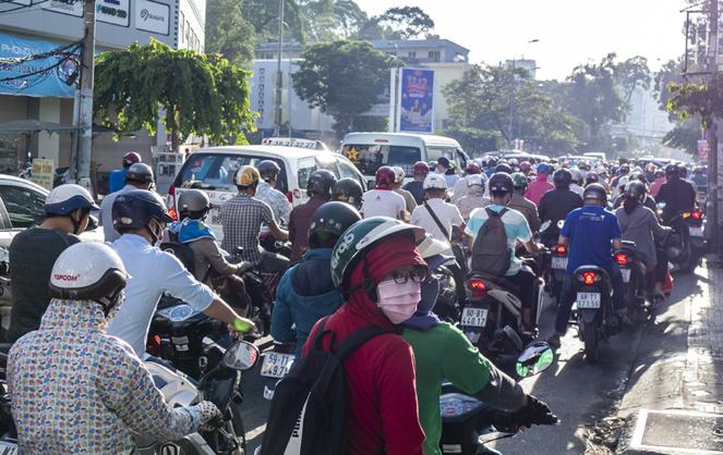 Les Saïgonnais s'équipe de masques rudimentaires, souvent insuffisant pour filtrer les particules en suspension.