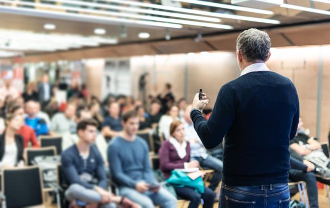 Les citoyens français souhaitent participer au débat et pas seulement lors des élections (photo Adobe Stock)