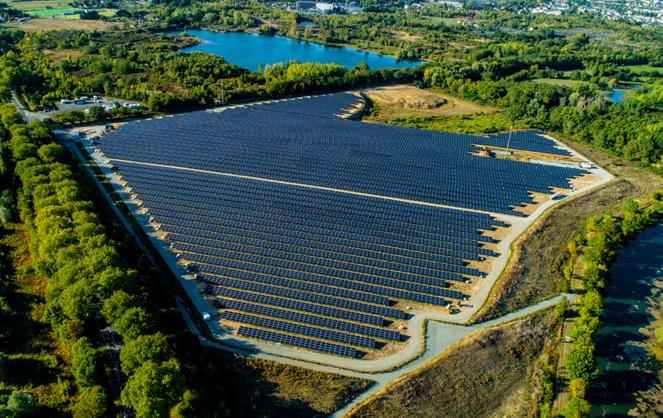 La ferme solaire de la Petite Vicomté, au sud d'Angers, permettra d'alimenter 6000 foyers en électricité, hors chauffage (photo drone A l'Ouest Images)