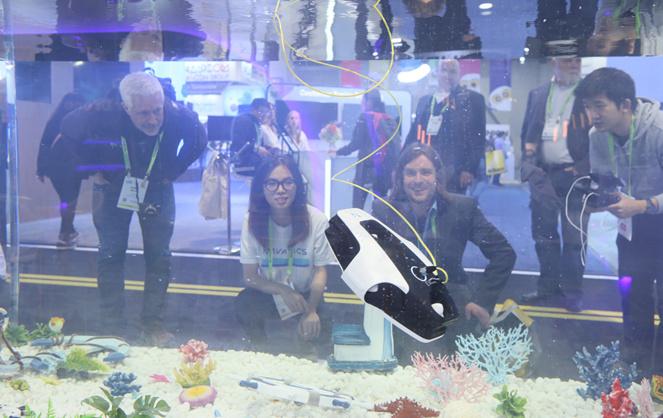 Le CES de Las Vegas permet a bon nombre d'entreprises et notamment le startups de présenter les projets les plus fous, à l'exemple de ce drone sous-marin (Photo CES Media)