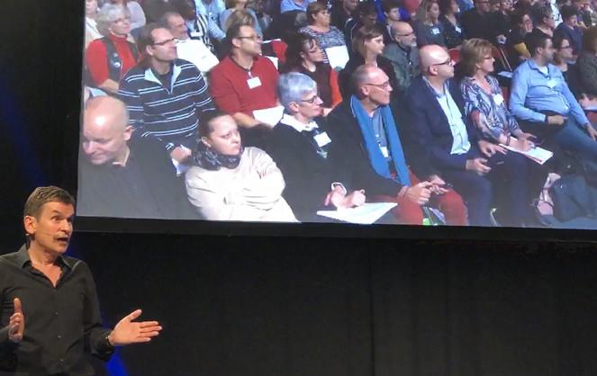 André-Pierre Alexandre, s'adressant aux conseillers ayant atteint le niveau club, lors du séminaire de Center Parc, le 7 décembre dernier