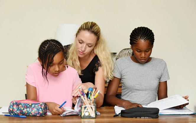 Keradom permet de trouver des personnes disponibles pour apporter un soutien scolaire aux enfants (Photo Adobe Stock)
