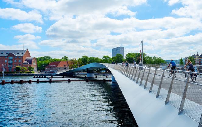 Un pont réservé aux vélos, plus nombreux que le nombre d'habitants et aux piétons. (Photo Adobe Stock)