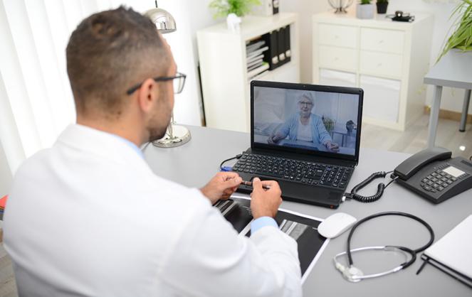 La consultation en ligne devrait se poursuivre, sachant qu'elle toutefois présenter une difficulté pour les personnes âgées et les personnes en situation de handicap. (Photo Adobe Stock)