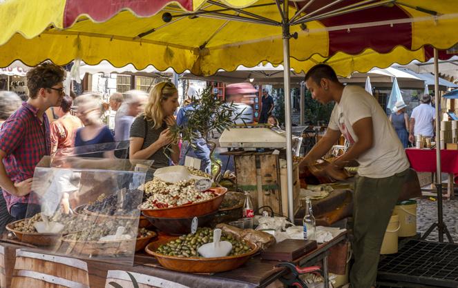 Les petits marchés de centre-ville des lieux où l'on peut acheter des produits locaux