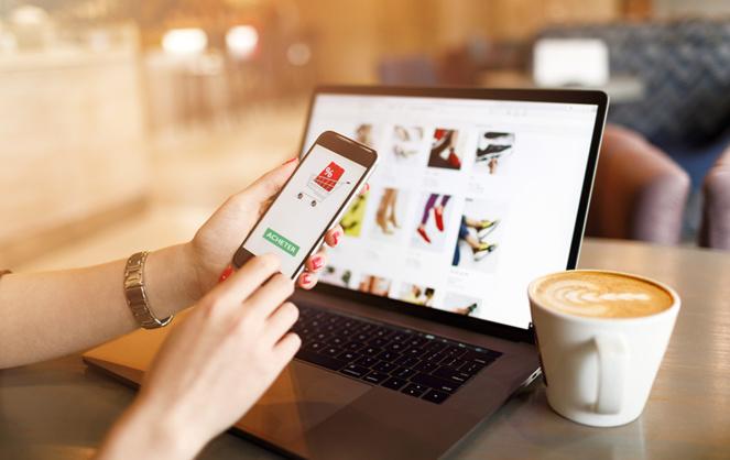 De plus en plus de petits commerçants indépendants ont recours au commerce en ligne, encore plus en période de confinement total (Photo Adobe Stock)