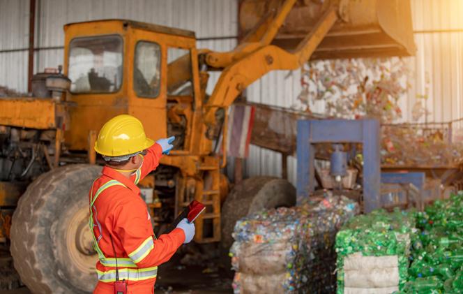 Le recyclage des matières plastiques est de plus en plus préoccupant, y compris sur les chantiers de construction (photo Adobe Stock)