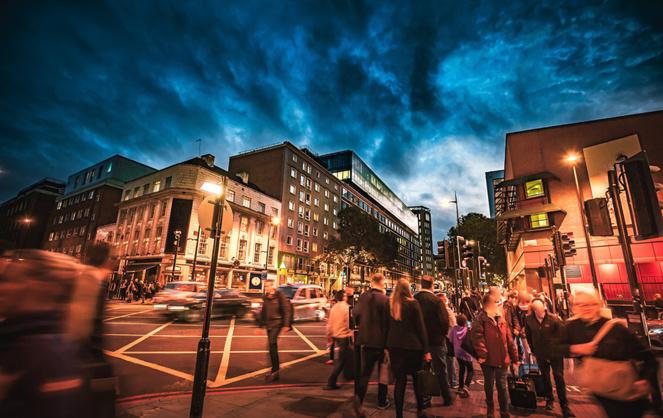 Adapter l'éclairage public aux usages plutôt que l'interrompre, c'est la proposition intelligente de LACROIX City (photo Adobe Stock)