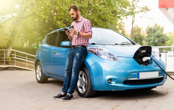 Facile a utiliser, propre à l'usage, la voiture électrique n'est pas aussi verte qu'on bien nous le faire croire (photo Adobe Stock)