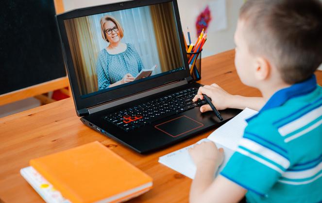 Testé pendant la période de confinement, la formation en ligne pourrait se poursuivre pour les stages découvertes et les élèves en difficulté (Photo Adobe Stock)
