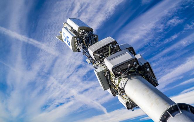 Des antennes de plus en plus nombreuses, notamment en zone urbaine. De quoi inquiéter un nombre croissant de citoyens. (photos Adobe Stock)