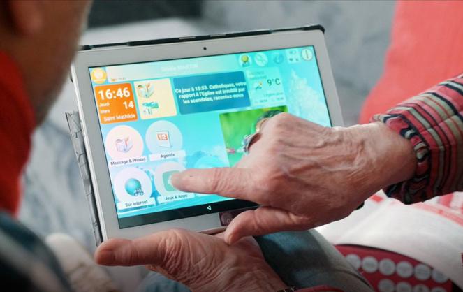 Une tablette très lisible adaptée aux difficultés d'acuité visuelles des ainés (Photo Ordimemo)