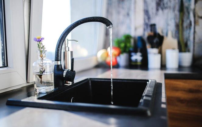 Il nous suffit d'ouvrir le robinet et l'eau coule, potable et abondante (photo Pixabay)