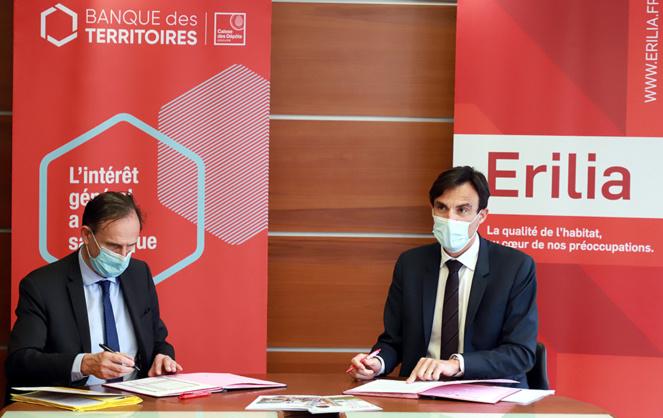 Frédéric Lavergne, Directeur général d'Erilia et Olivier Sichel, Directeur de la Banque des Territoires, lors de la signature de la convention (crédit photo Robert Poulain)