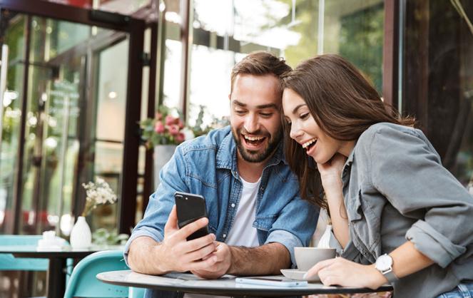 Communiquer directement sur les smartphones des clients, soit quand ils sont le plus aptes à interagir ou consommer (photo Adobe stock)