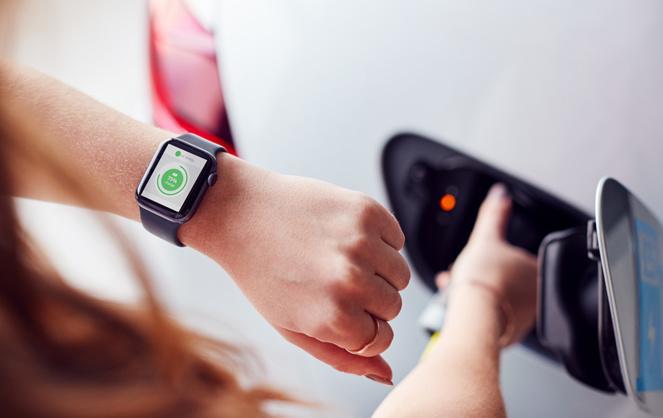 La charge de sa voiture sur sa montre connectée, une solution qui peut passer par l'API Be:Mo (photo Adobe Stock)