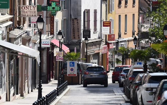 Une des rues commerçantes du centre-ville de Palaiseau, commune de la Communauté Paris-Saclay (Photo ville de Palaiseau).