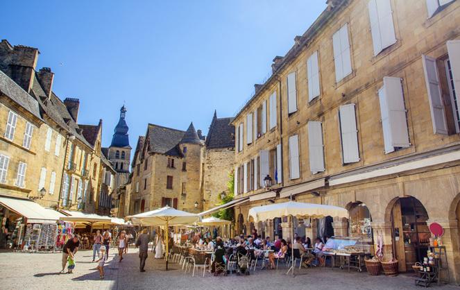 Plan de relance de la France : des bénéfices pour les communes. Ici à Sarlat (Périgord) (source : Adobe Stock)