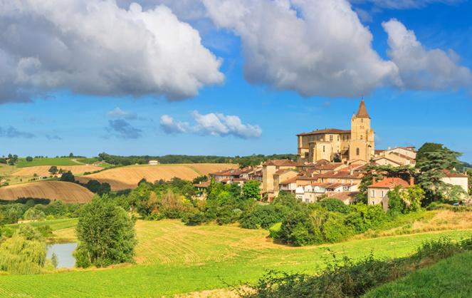 En matière d'aménagement du territoire, les petites villes et territoires ruraux ne doivent pas être exclus du débat (Photo Adobe Stock)