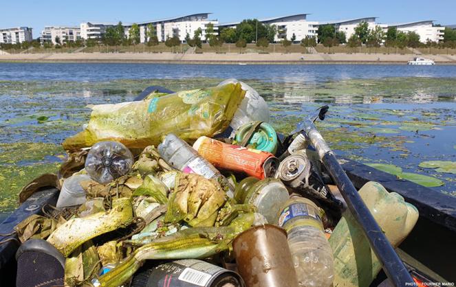 Les déchets collectés sur la Maine à Angers, par un citoyen engagé, Mario Fournier (voir présentation en fin de sujet). (Photo Mario Fournier)
