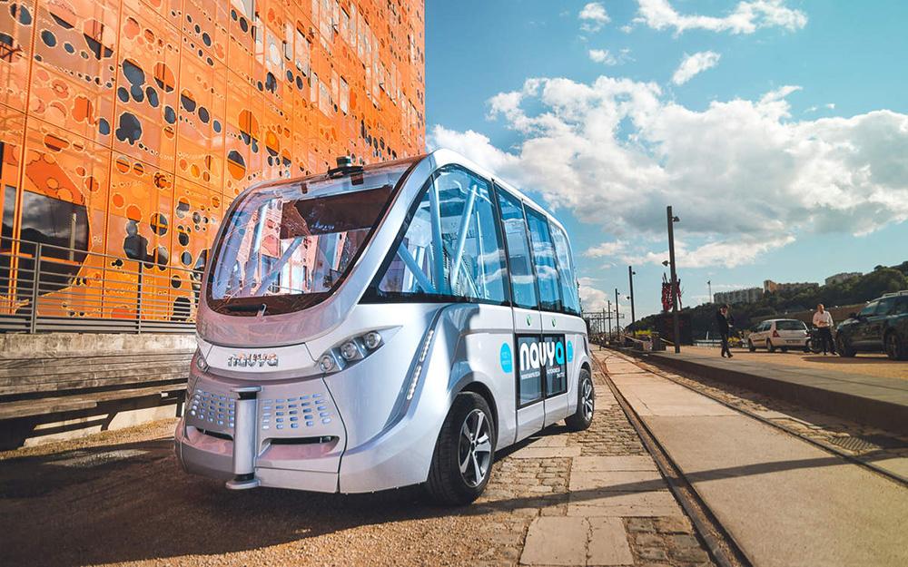 La navette électrique sans chauffeur de Navya dans le quartier Confluence à Lyon (Crédit photo Navya)