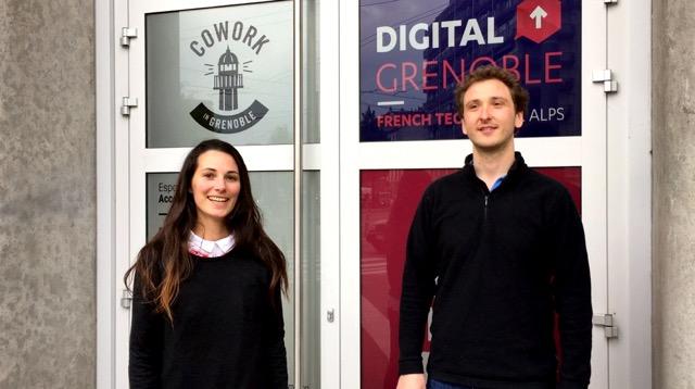 Marie Poulle et Jean Grégoire devant le Fab Lab de Grenoble