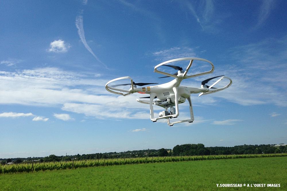 Le Phantom de DJI, un appareil de plus de 1 Kg, nécessitera un attestation officielle de télépilote.