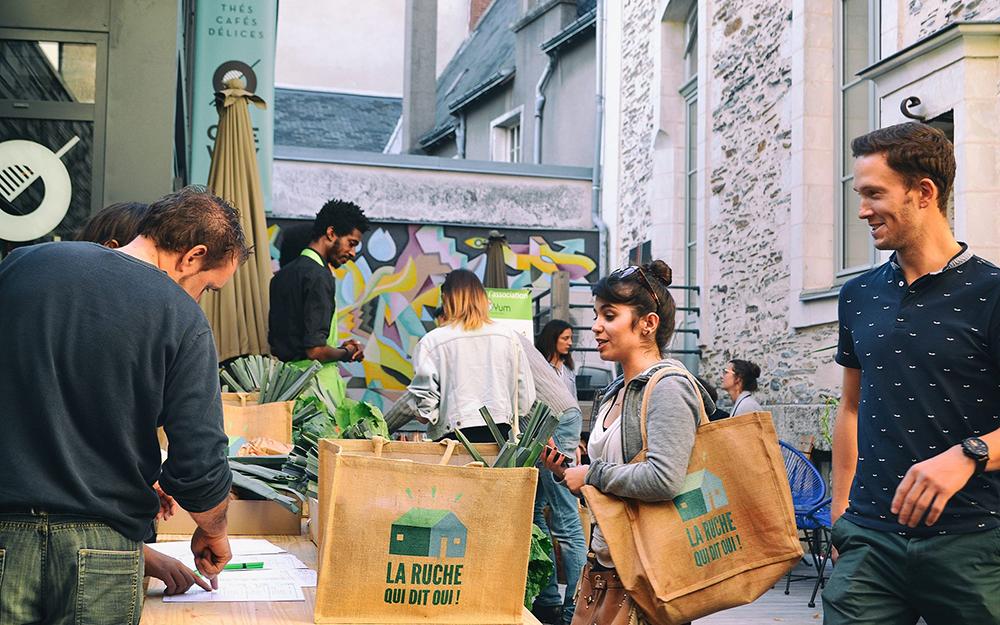 Distribution au One Way à Angers (photo Charlotte Hubert)