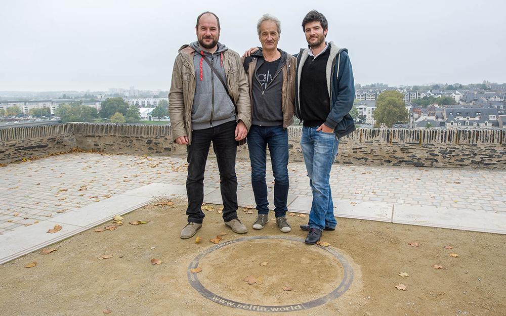 Jean-Baptiste, Philippe et Benoit, l'équipe d'AEon Création, sur la promenade du Bout du Monde
